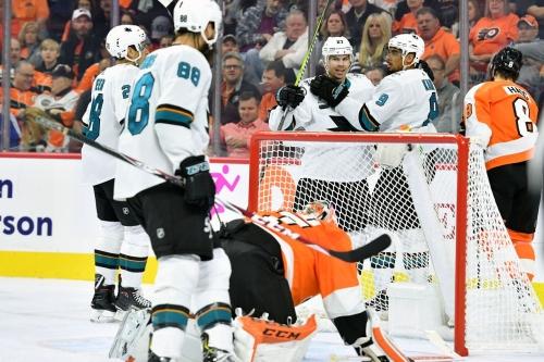Sharks 8, Flyers 2: Sharks put Flyers behind the eight ball