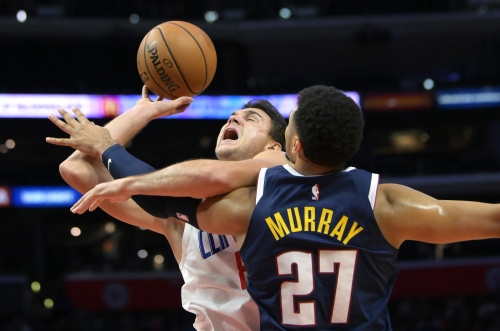 Clippers hold off Nuggets, remain unbeaten in preseason play