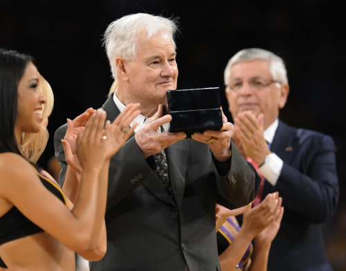 Tex Winter, former Lakers assistant and Long Beach State coach, dies at 96