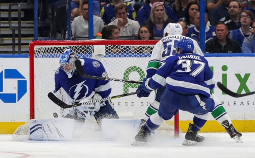 Pettersson, Boeser power Canucks' 3rd-period surge past Lightning
