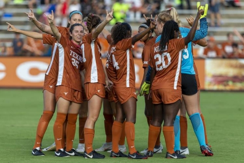 Texas soccer team scores late to beat Sooners
