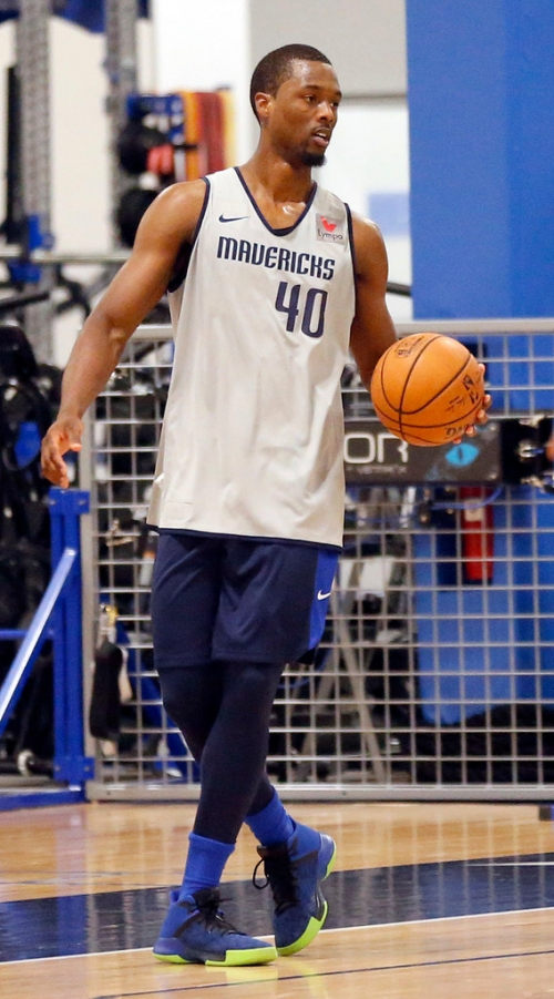Mavericks aiming for Barnes to return to practice later this week
