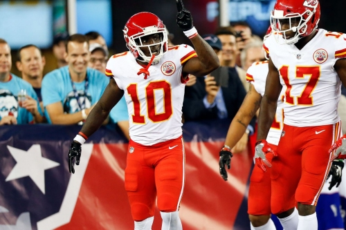 Tyreek Hill overreacts to a Patriots fan's stupidity