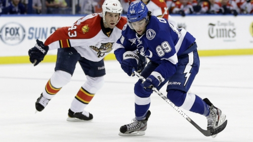 Lightning sign Cory Conacher to 1-year extension