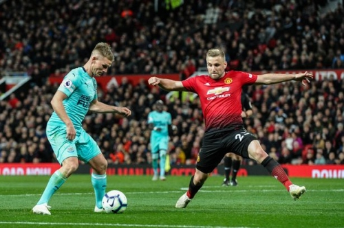 Luke Shaw reacts to signing new Manchester United contract