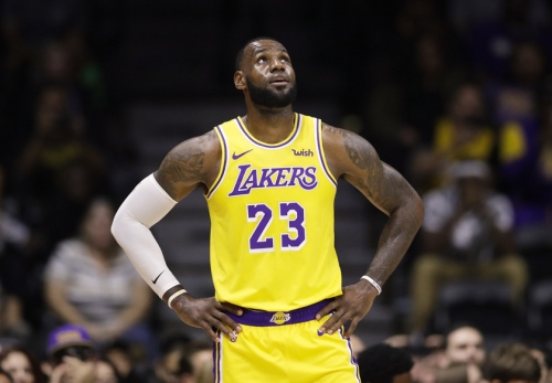 Lakers' LeBron James shows love to the Dodgers before tonight's game