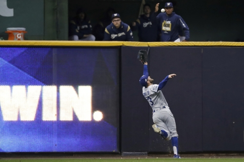 Game 7 Reaction: Chris Taylor's catch sends Dodgers and Brewers to 6th inning