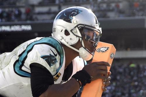Newton y Panthers remontan para vencer a Eagles