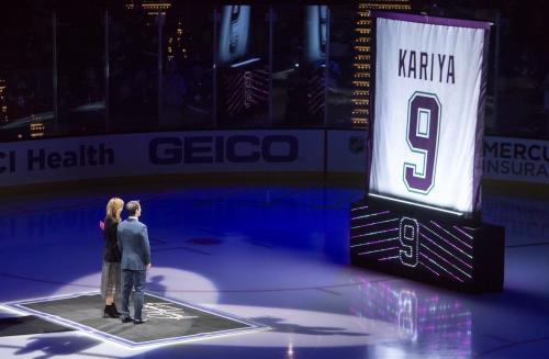 Ducks raise the No. 9 jersey of Paul Kariya at last
