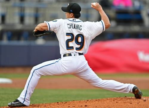 Cleveland Indians invite RHP Shao-Ching Chiang, LHP R.C. Orlan to spring training