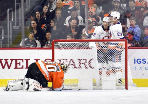 Flyers get routed 6-1 by Islanders on home ice