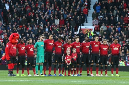 Manchester United players pay tribute to Leicester City owner Vichai Srivaddhanaprabha