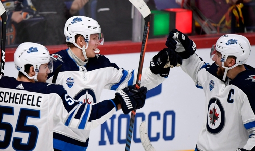 Patrik Laine gets Finnish crowd fired up with perfect wrist shot