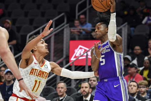 Hawks lose fourth straight, fall to Kings in blowout fashion