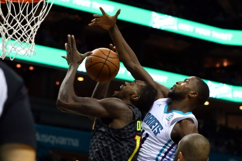 Fourth quarter dooms Hawks in 113-102 loss to Hornets