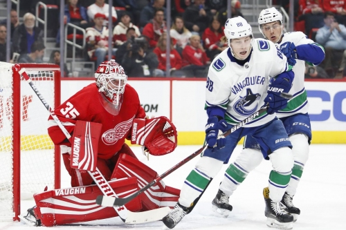 Wings Top Canucks in Shootout, 3-2