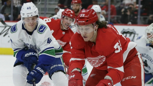 Takeaways: Canucks' Pettersson continues to dazzle, even in loss