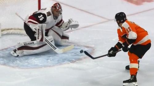 Flyers' Konecny flips a backhand top shelf vs. Coyotes