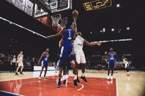 Long Island wins second straight in dramatic fashion, 128-127