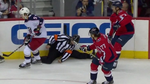 Referee Brad Meier leaves Blue Jackets-Capitals game after ugly fall