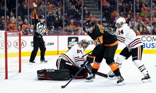 Couturier, Elliott help Flyers blank slumping Blackhawks