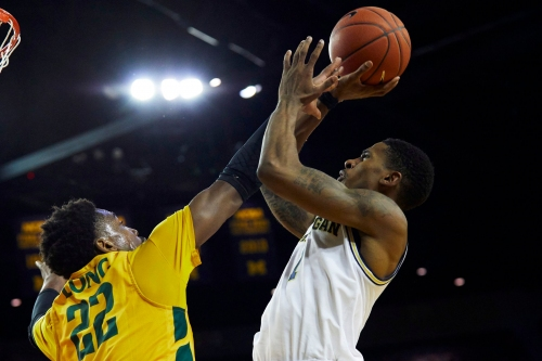 Michigan basketball score vs. Holy Cross: Live updates