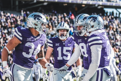 Wildcats sneak by Jayhawks 21-17, extend Sunflower Showdown win streak to 10
