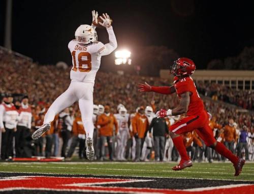 Big defensive play jolts Texas awake; Horns leading Texas Tech 17-10 at halftime