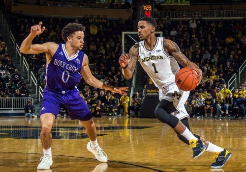 Michigan basketball finds two new 'hunters' in victory over Holy Cross
