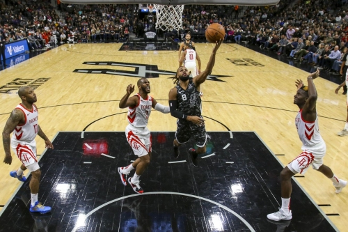 Spurs win small-ball battle with Rockets