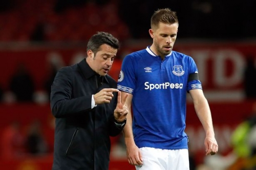 Everton FC boss furious over challenge on Gylfi Sigurdsson in Chelsea draw