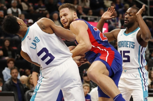Hornets point guards lead the way, Charlotte wins 113-103