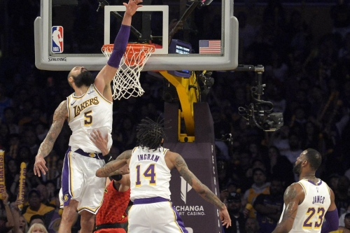 Hawks fight back but lose late in Los Angeles