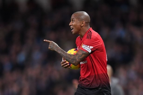 Manchester United offer Ashley Young new contract