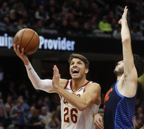 Kyle Korver misses practice with foot soreness; could be held out next two games