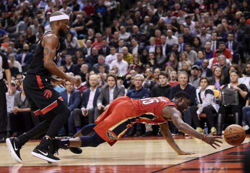 E'Twaun Moore's big night helps Pelicans beat league-leading Raptors 126-110