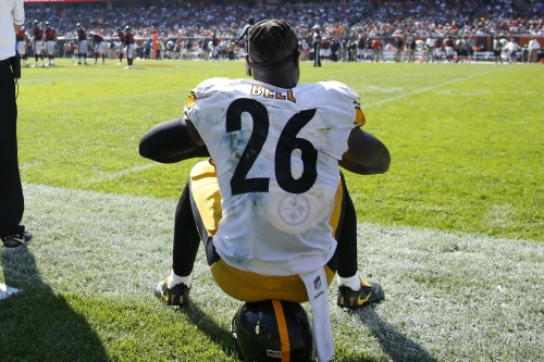 Le'Veon Bell opts to sit out the entire season after failing to report to the Steelers on Tuesday