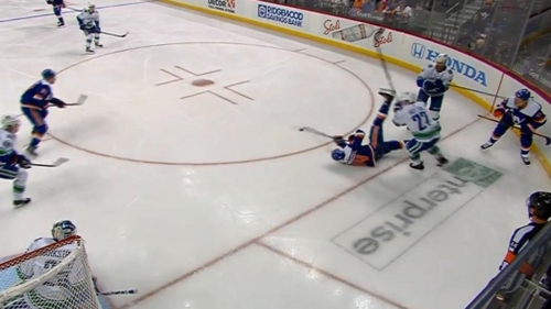Islanders' Kuhnhackl gets tripped, scores from his back