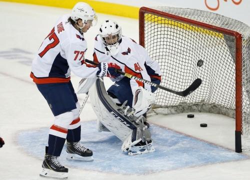 'Totally star-struck': Winnipeg hockey coach pressed into service as backup goalie for Washington Capitals