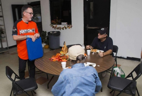 Cubs/ex-Rays manager Joe Maddon again helping Tampa Bay area homeless with Thanksmas events