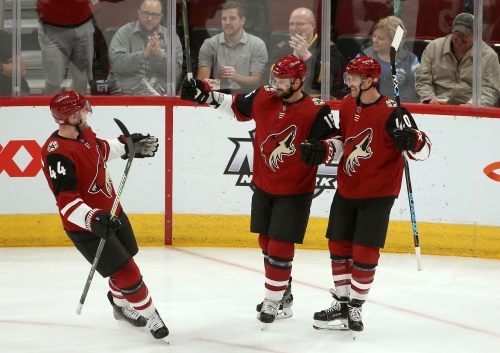 Coyotes attack early, hold on to beat Predators