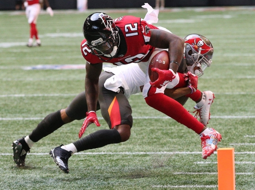 Bucs enter Giants game with defense decimated by injury