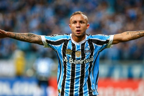Man City reportedly join race for Manchester United target Everton Soares as Pep Guardiola 'calls him personally'