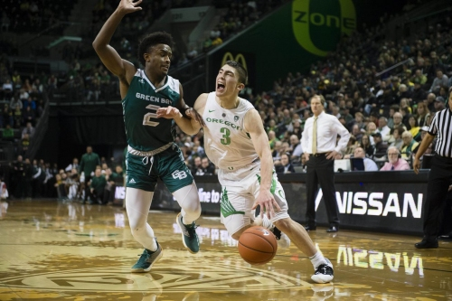 (21) Oregon escapes with a victory over Green Bay, 83-72