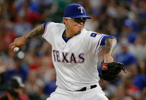 Rangers make deal to bring back RHP Jesse Chavez official