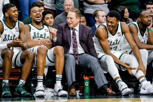 Michigan State big men assisting each other in high-low offense