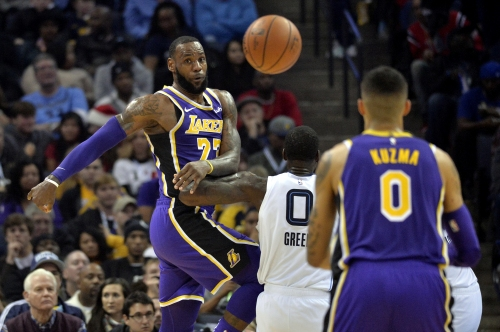 Lakers grind out a victory in Memphis to split 2-game trip