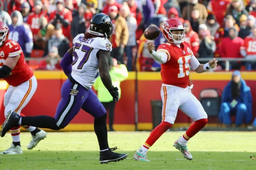 Twitter reacts to Patrick Mahomes' no-look throw against the Ravens