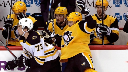 DeSmith shines with 48 saves as Penguins slip by Bruins