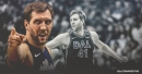 Mavs' Dirk Nowitzki receives standing ovation in first home game this season